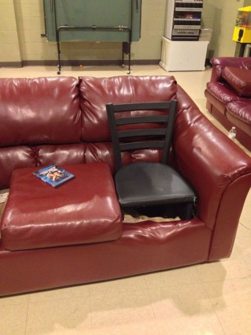 Зачетное фото диван, прикол, приспособил, стул
