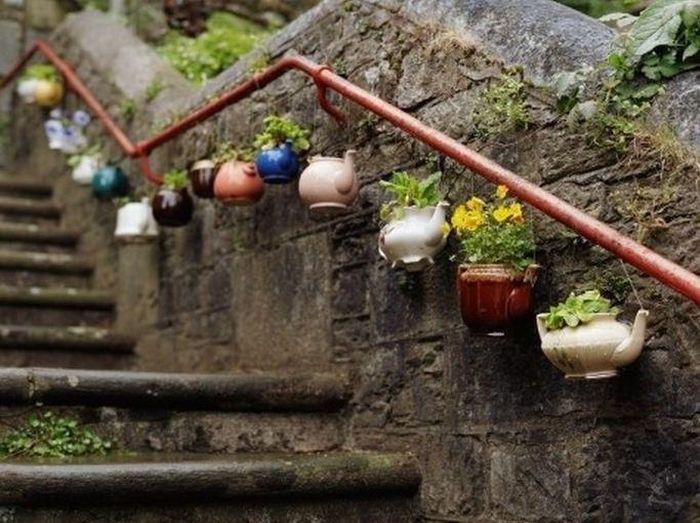 Фотоприкол бесплатно горшок, креатив, перила, цветы, чайники