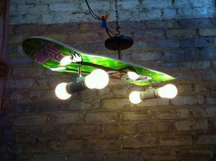 Бесплатно фото креативная вещь, люстра, светильник, скейтборд