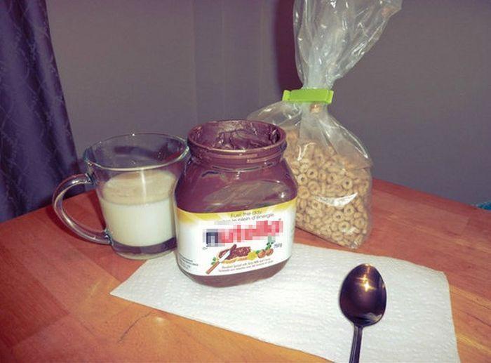 шоколадная паста, банка, молоко, хлопья