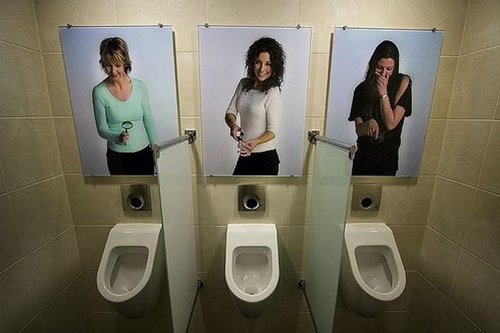 Фотоприкол дня девушки, картины, общественный туалет, прикол, фотографии
