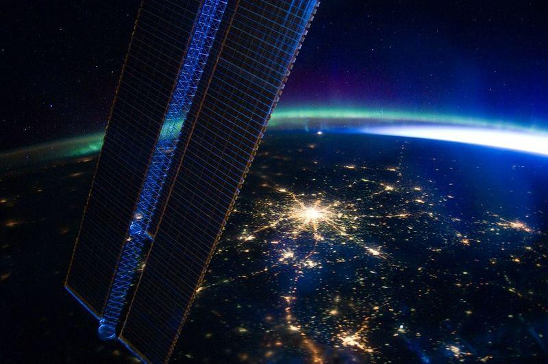 красота,земля, космос,  иллюминатор