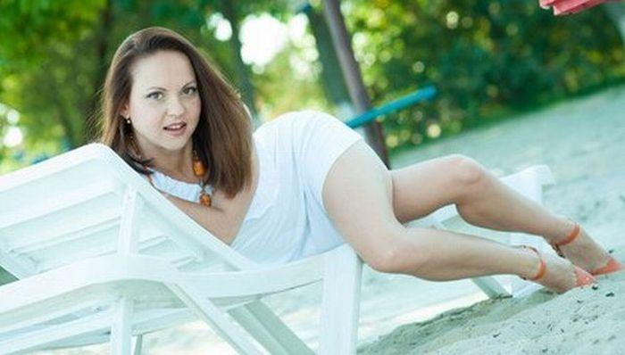 Фотоприкол онлайн бесплатно девушка, нелепая поза, ноги