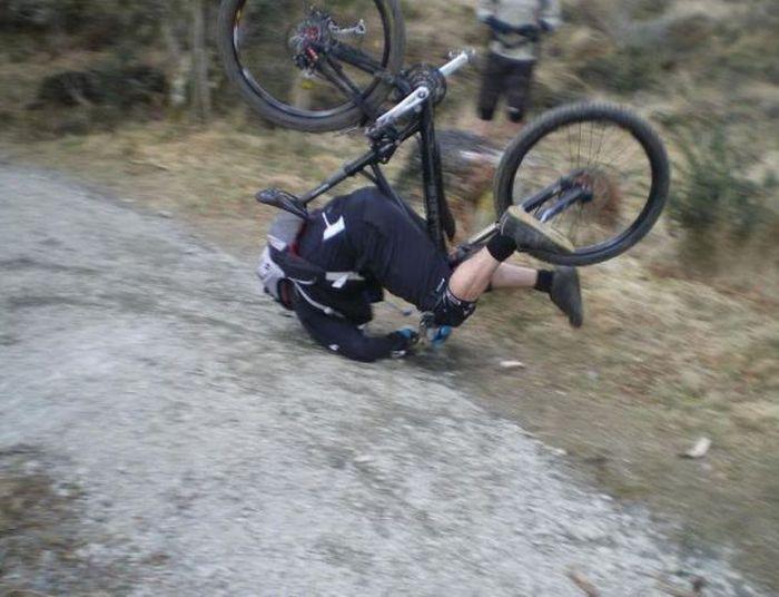 Фотоприкол фото жесть, на голову, на дороге, падение велосипедист