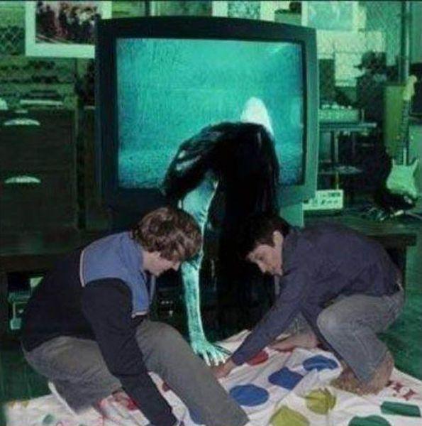 Фанни фото девушка, из телевизора, крик, прикол, твистер