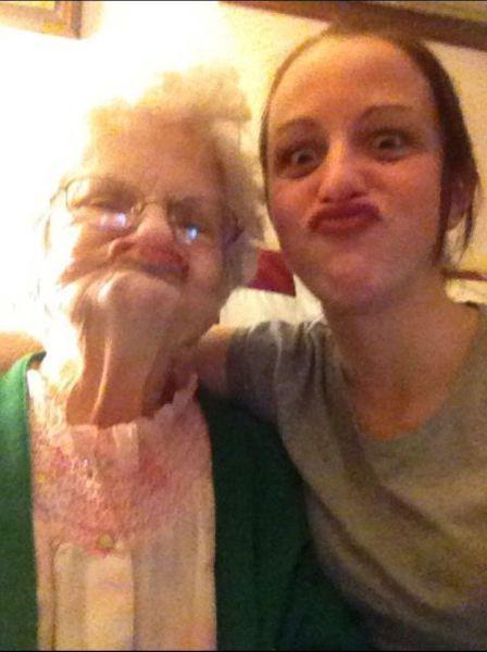 Смешные картинки бабуля, дакфейс, девушка, мама и дочка, смешная рожа