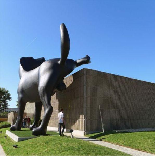 Прикольные фото огромная статуя, прикол, скульптура, собака