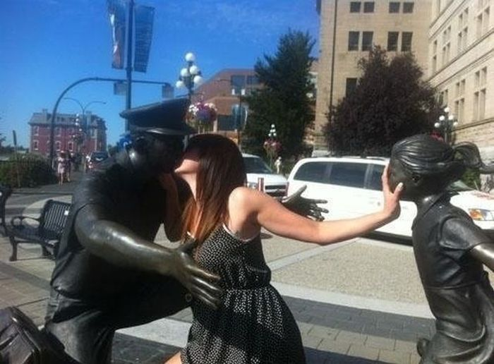 Фото прикол девушка, крутая фотография, скульптура, статуя