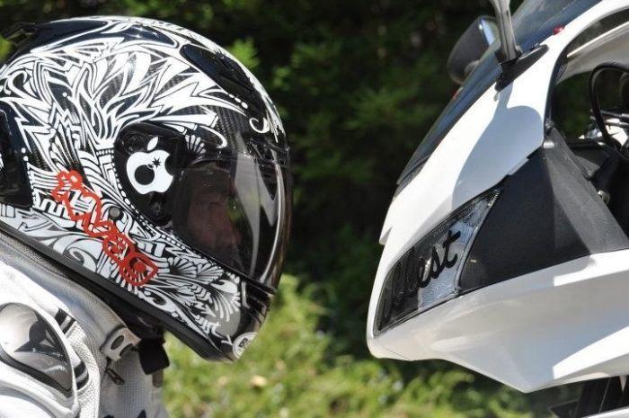 Фотоподборка лицом к лицу, мотоциклист. шлем, яблоко