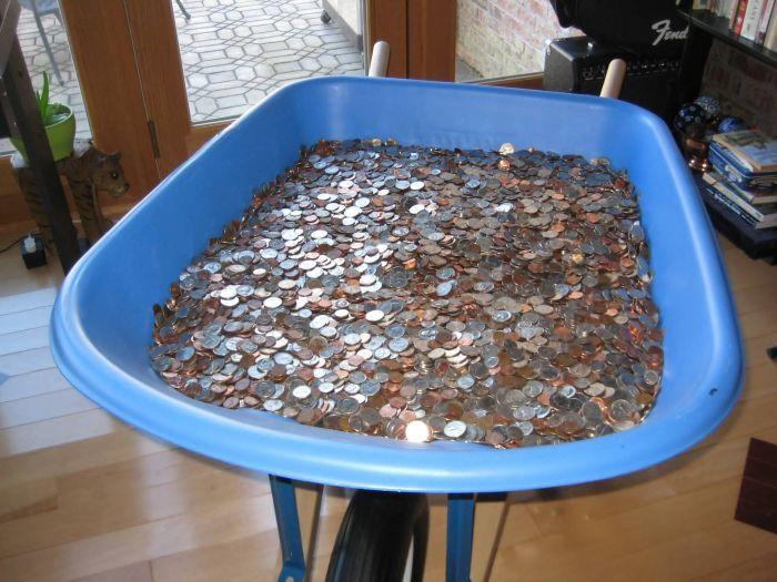 Свежий фотоприкол копилка, мелочь, монеты, тележка