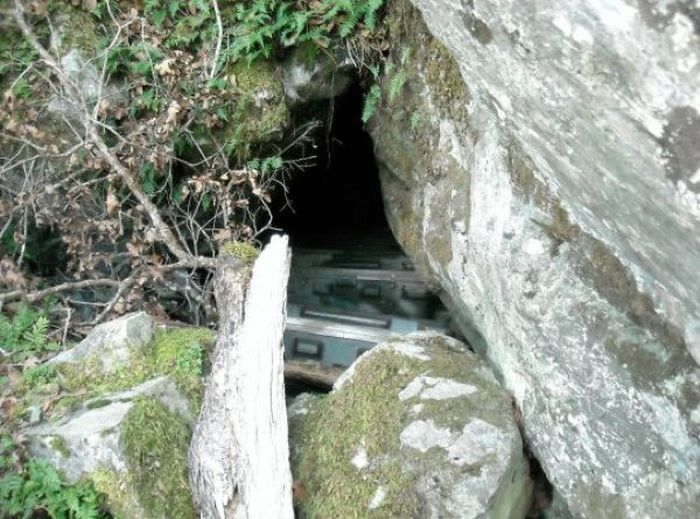 пещера, тайник, краденое
