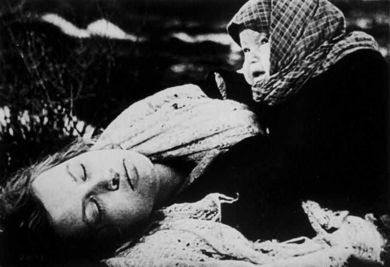 фото из чешского фильма где он на фоне голых девушек