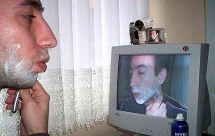Фото прикол видеокамера, зеркало, снимает себя, телевизор