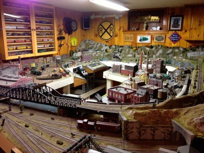 Юмор прикол игрушечный город, комната, круто, поезд, прикол