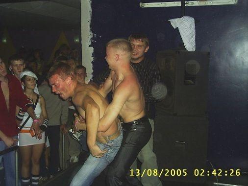 Откровенное фото девушек на дискотеке #4