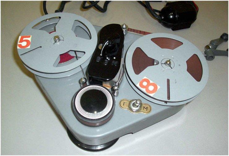 """СССР.  Tags.  Первый советский бытовой магнитофон, был выпущен в далеком 1947 году, назывался он  """"Днепр """"."""