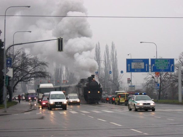 Поезда вместо трамваев (48 фото)