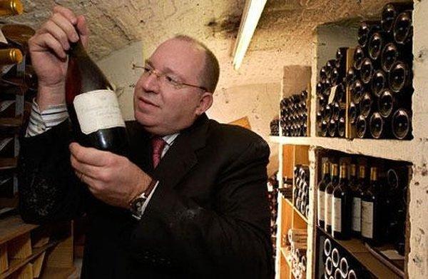 Одну из редчайших (из проданных на аукционах) бутылок вина приобрел Кристофер Форбс -