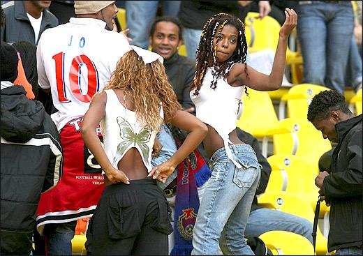 Девушки и футбол (29 фото)