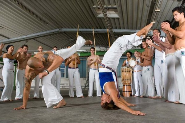 the origin and history of capoeira It is a style of fighting whose origins date back five centuries to the a breif history of capoeira - ginga capoeira regional ginga capoeira regional, llc.