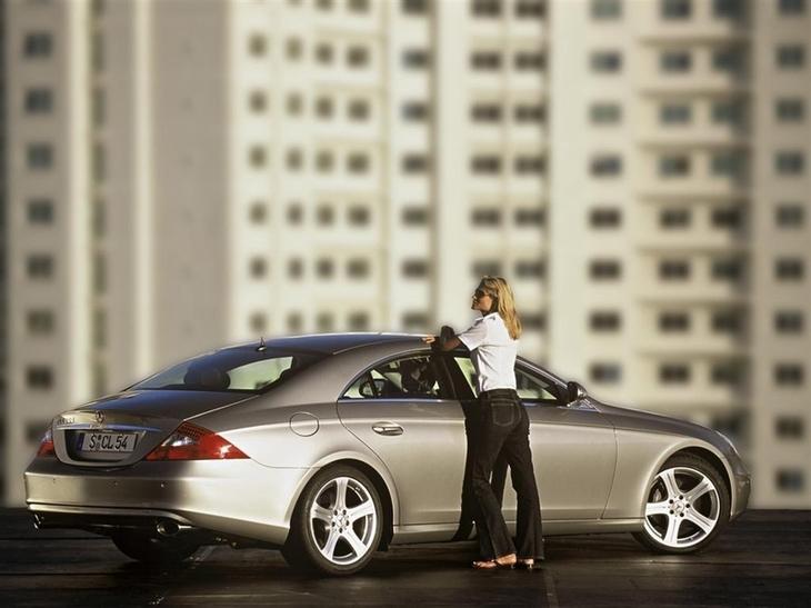 Девушка с машина красиво гламурно фото