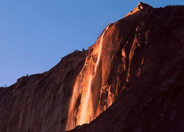 Огненный водопад (4 фото + видео)