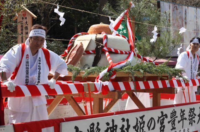 В Японии прошел фестиваль  пенисов (18 фото+видео)