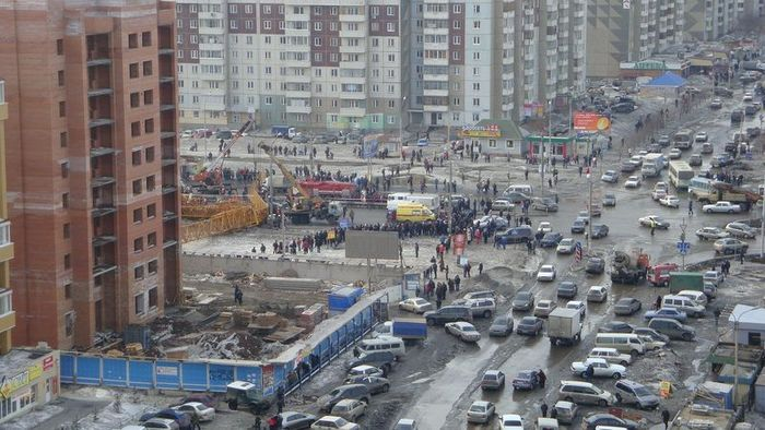 В Красноярске рухнул башенный кран. (22 фото+видео)
