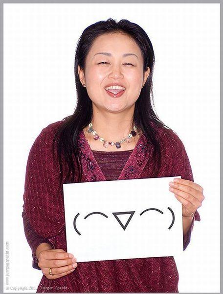 Смайлы лицом японки (5 фото)