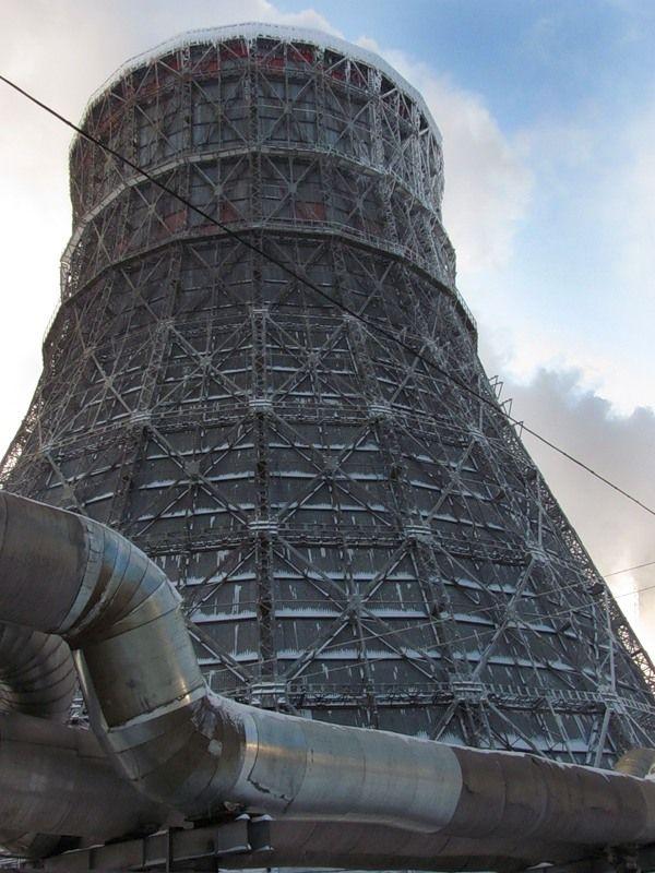 Первая в Ульяновске теплоэлектроцентраль была построена при автомобильном заводе. В начале декабря 1946 года вошел в строй первый паровой котел ТЭЦ, а 31 декабря первая турбина набрала обороты. В начале 1947 года ТЭЦ дала промышленный ток цехам автозавода, а в 1951 году – Ульяновской горэлектростанции, с которой была связана электропередачей напряжением 22 кВ.