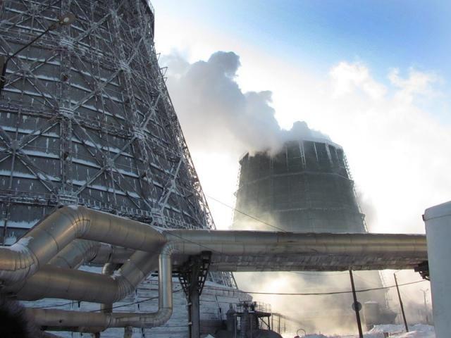 Строительство главного корпуса, объектов станции и монтаж оборудования велись высокими темпами. 20 декабря 1946 года начались пробные пуски первого котла и первого турбогенератора, а 31 декабря с 16 часов турбогенератор ТЭЦ был включен в параллельную работу с дизельными электростанциями города и принял нагрузку 1500 киловатт. Этот день вошел в историю Ульяновской ТЭЦ как начало ее промышленной эксплуатации.