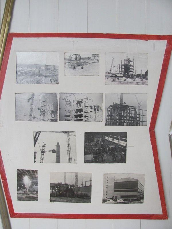 на стенах плакаты с историей создания станции, информацией для работников, об экологии, террористической опасности: