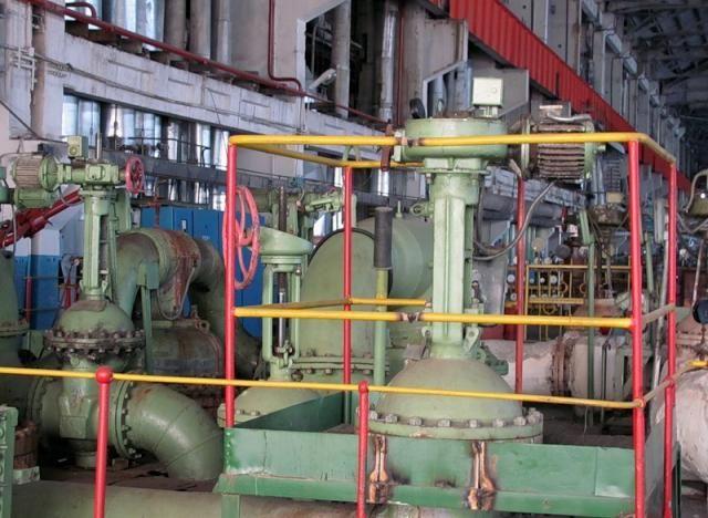 Турбогенератор,вырабатывающий электричество. Мощность его генератора=60 мегаватт,частота=50 Гц.