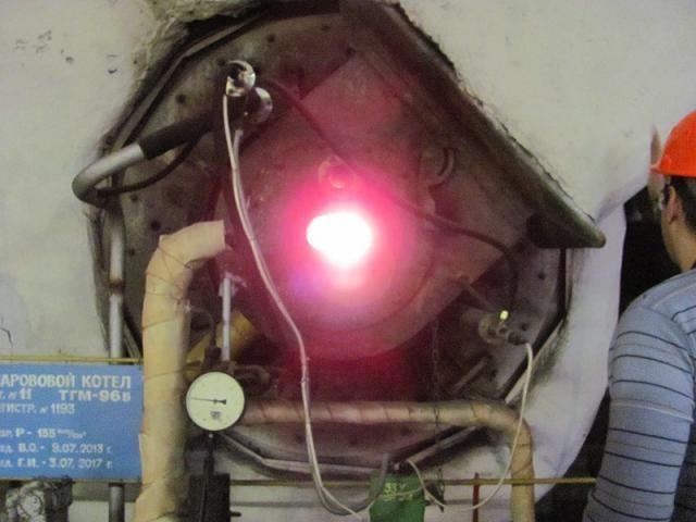 Работа котлов (подача топлива,закрытие и открытие сопел и т.д.) регулируется с помощью компьютера: