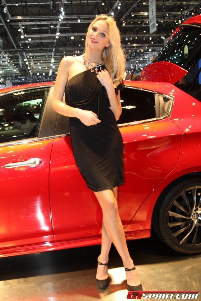Блондинки с автосалонов фото