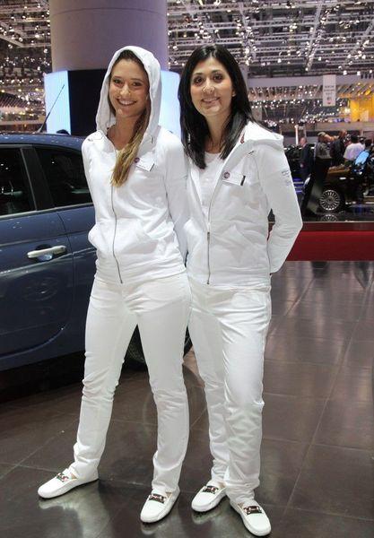 Девушки с автосалона в Женеве (123 фото)