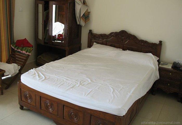 Соревнования с горничными на кровати (12 фото)