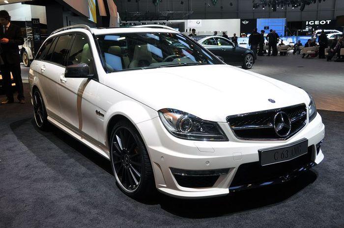 Универсал Mercedes C63 AMG показали публике в Женеве (18 фото)