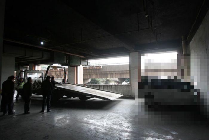 Непрочные стены китайских паркингов (5 фото)