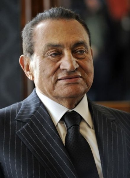 Изюминка в костюме Хосни Мубарака (2 фото)