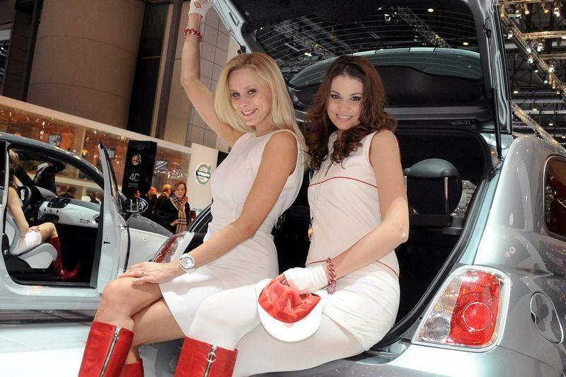 Девушки с автосалона в Женеве (89 фото+видео)