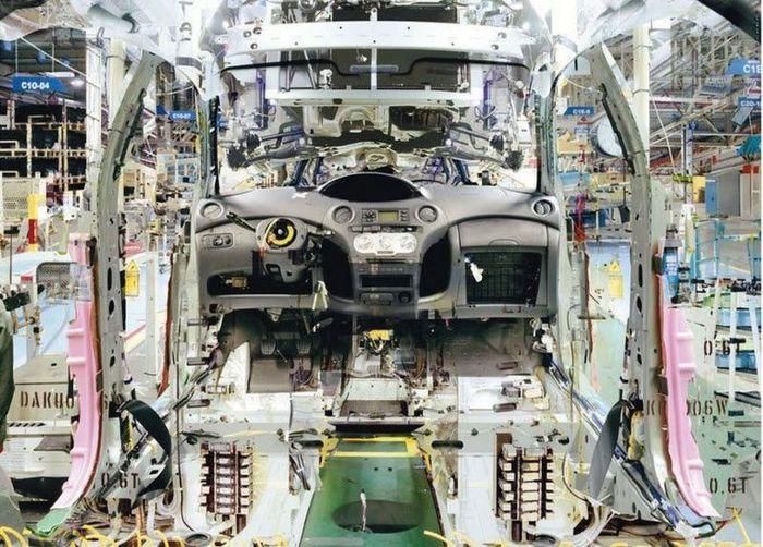 Сборочный конвейер Toyota глазами фотографа Stephanie Couturier (10 фото)