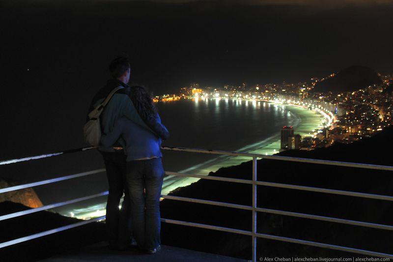 Идеальное место для двоих... ветер с океана и миллионы огней мегаполиса под ногами...