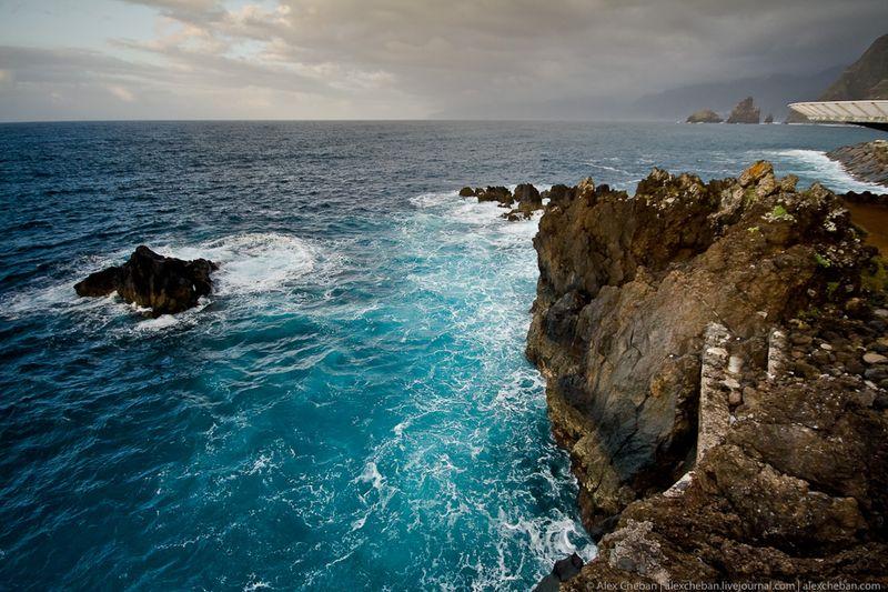 6. Скалистый Порто-Мониц и Атлантический океан.
