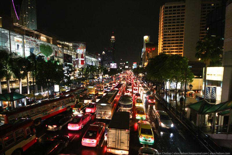 7. Ночь над Бангкоком.