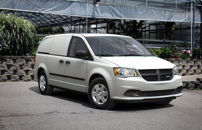 Новый Dodge Grand Caravan (4 фото)
