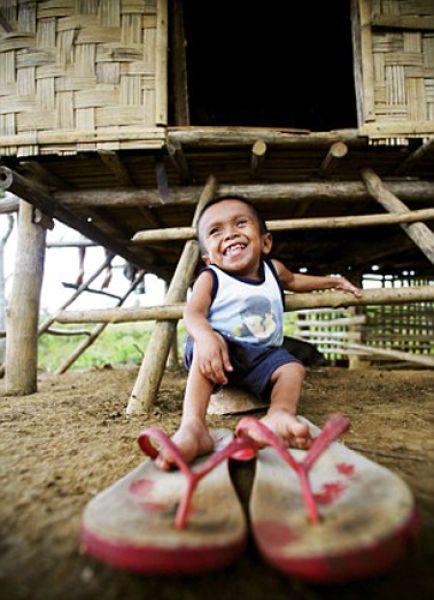 Самый маленький человек - ростом с канистру (13 фото)