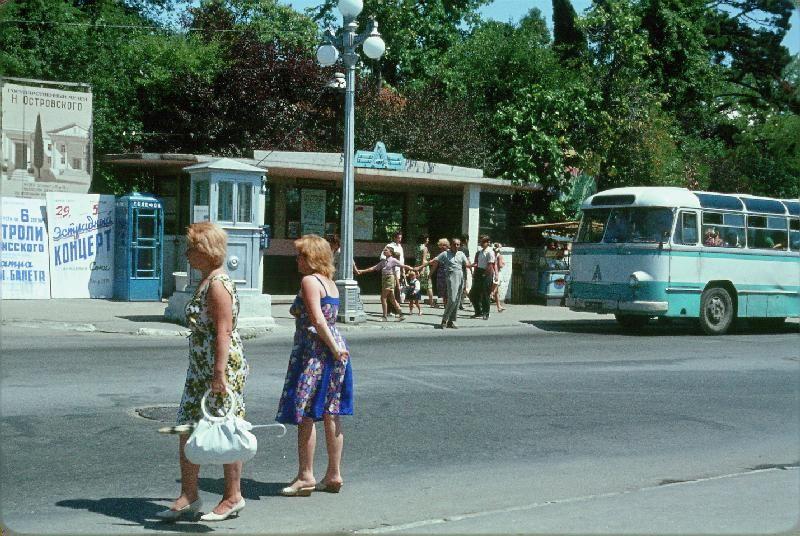 13. Автобусная остановка.