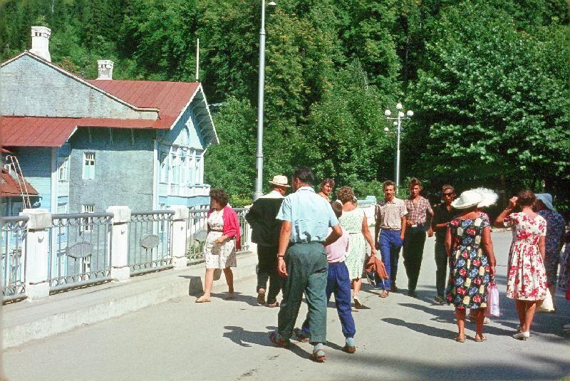 23. Абхазия. Фасад гостиницы на озере Рица