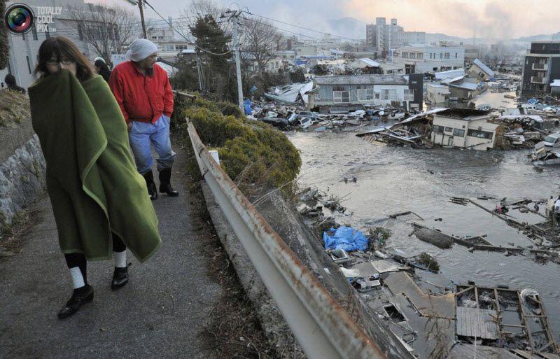 Разрушенные цунами дома в Кесен Нума, префектура Мияги, 12 марта 2011 года. Самое мощное землетрясения за всю историю произошло на северо-восточном побережье Японии в пятницу, вызвав появлении десятиметровой волны цунами, сметающей все на своем пути и отнявшей жизни сотен людей.